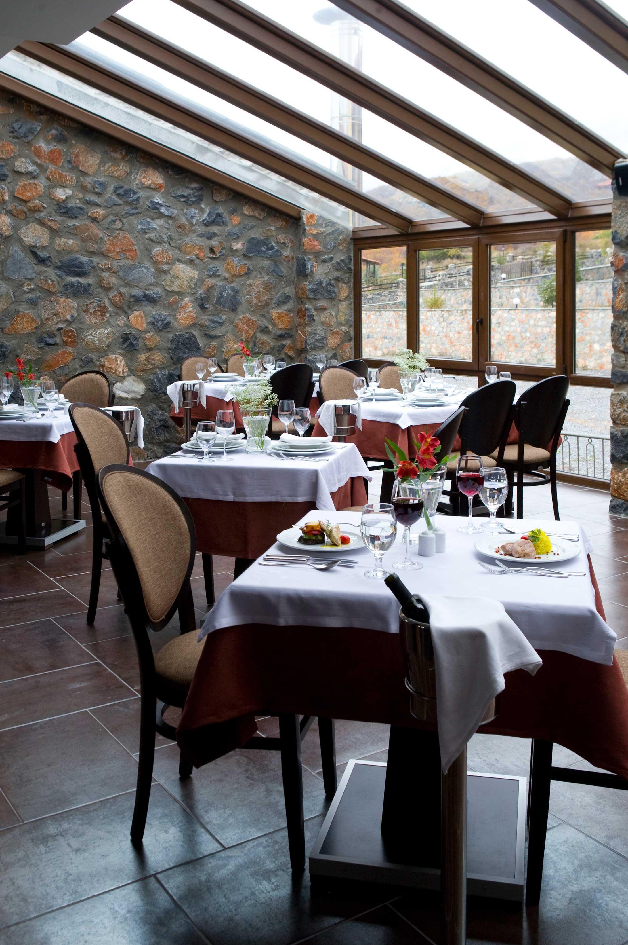 Restaurant-low